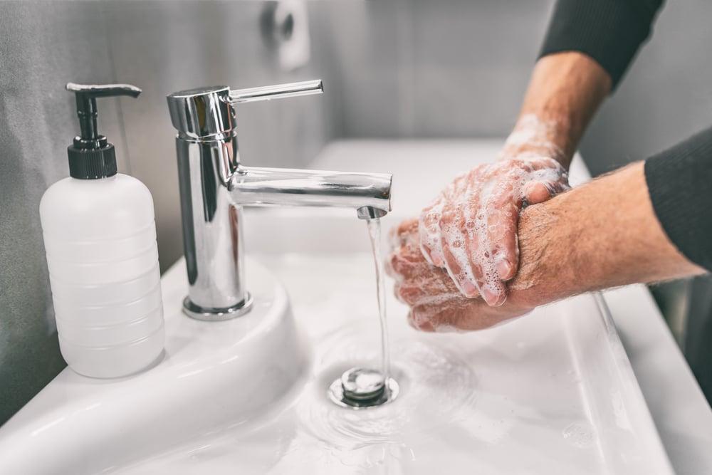 God håndvask for å unngå smitte COVID-19